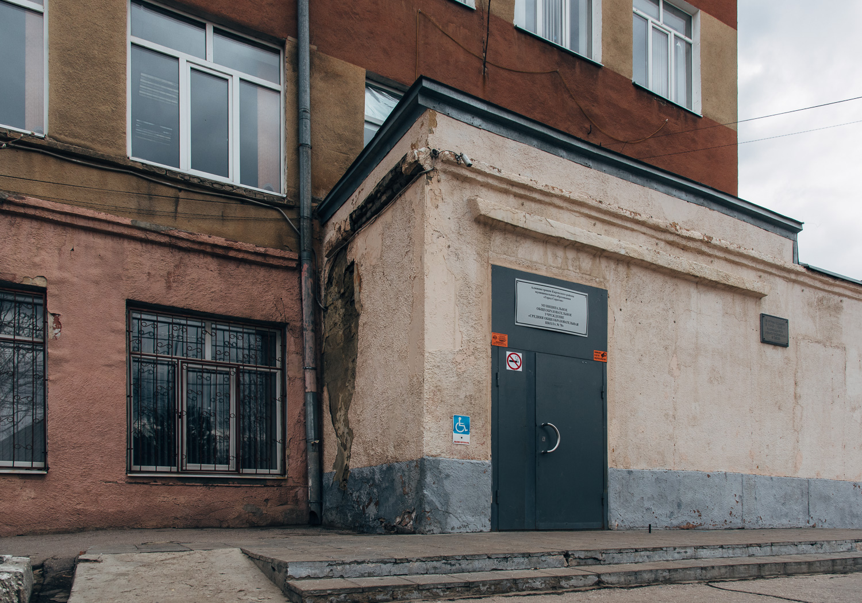 Школа №70 (фасад).JPG