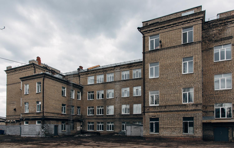 Школа №70 (внутренний двор).JPG