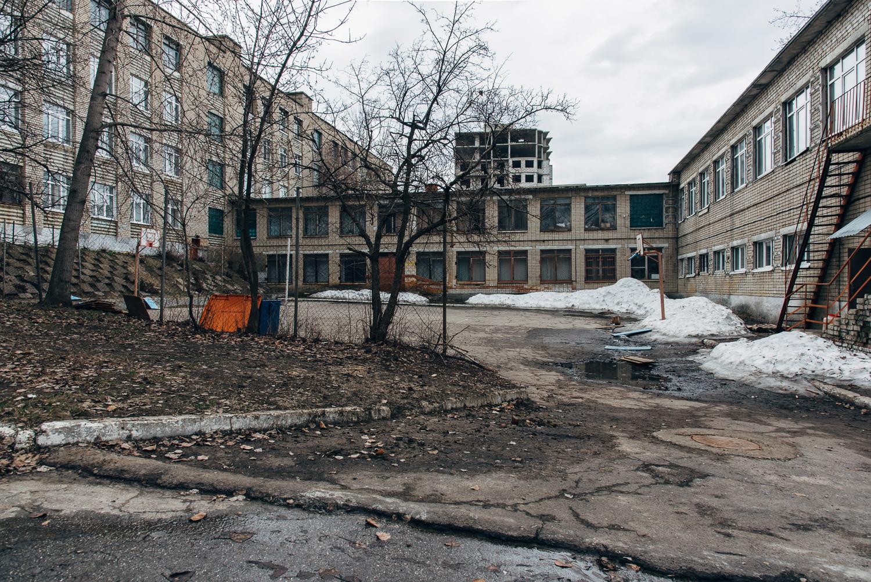 Школа №73 (внутренний двор).JPG