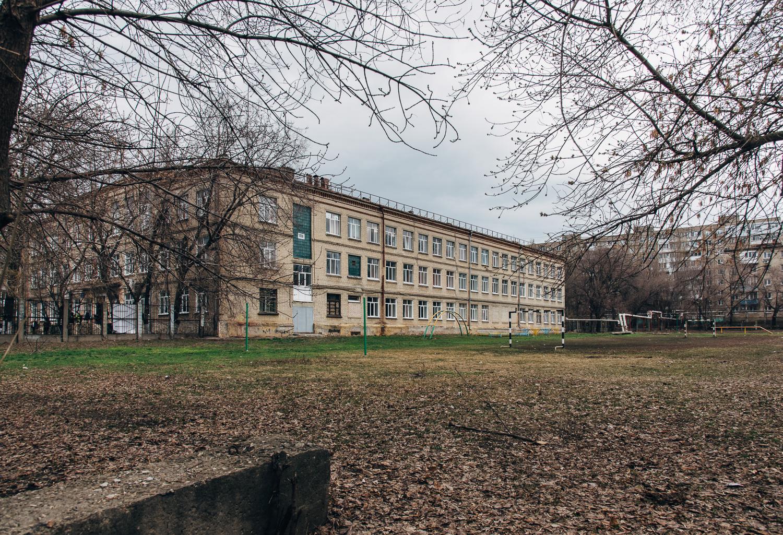 Школа №93 (внутренняя территория).JPG