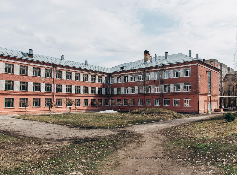 Школа №54 (внутренний двор).JPG
