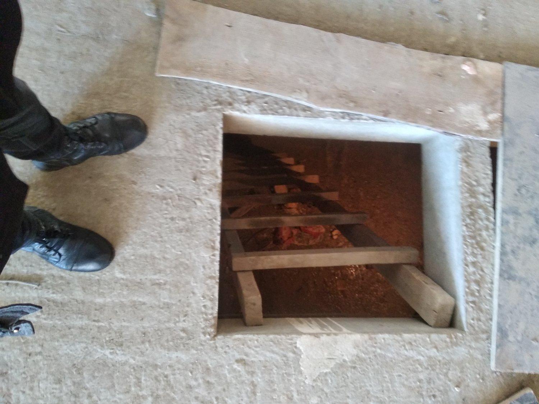 Спуск в подвал