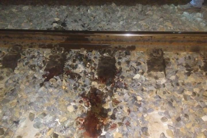 В Красноармейском районе мужчина выпал из последнего вагона поезда и лишился ног