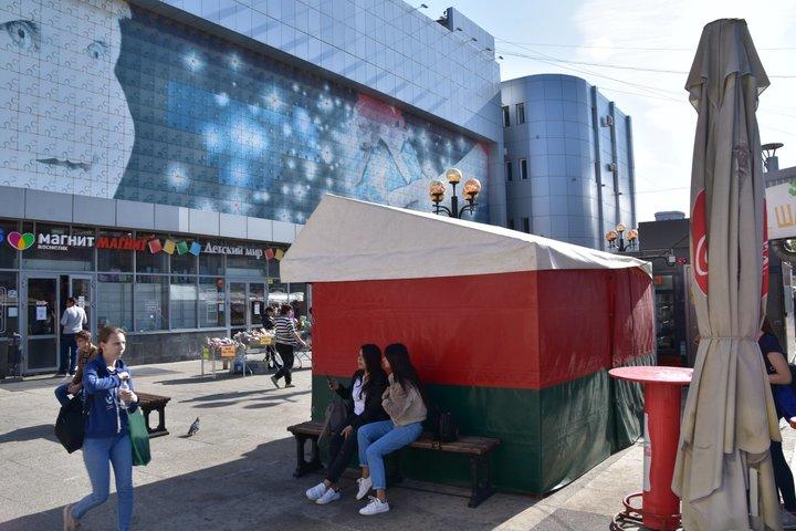Посетители белорусской ярмарки обсуждали, кто хочет развалить соседнюю страну