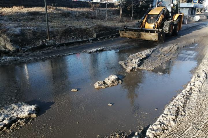 Коммунальщики определили подрядчиков, которые будут убирать наледь с дорог