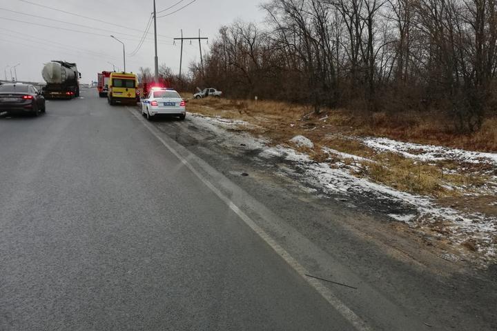 На трассе под Саратовом опрокинулся Renault Logan: есть пострадавшие