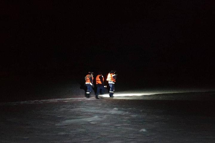 Спасатели и кинологи пять часов искали на Волге рыбака, который оказался дома
