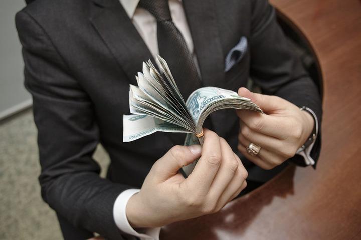 Введение звания Честный чиновник: саратовские политики и чиновники назвали инициативу бредом