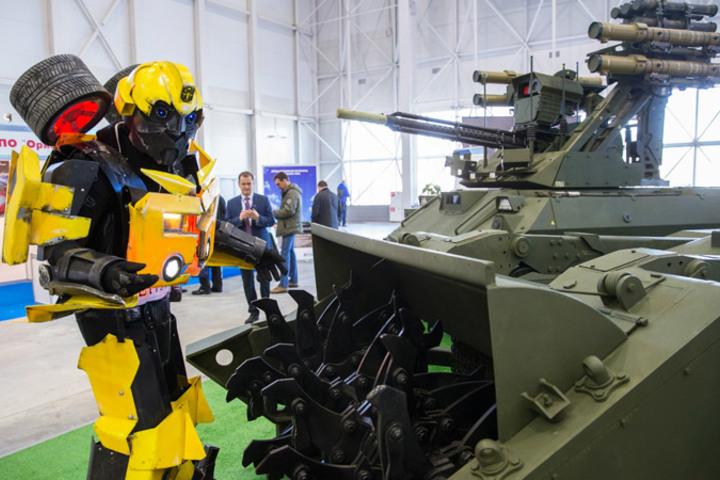 Картинки по запросу На Параде Победы можно будет увидеть новейших роботов