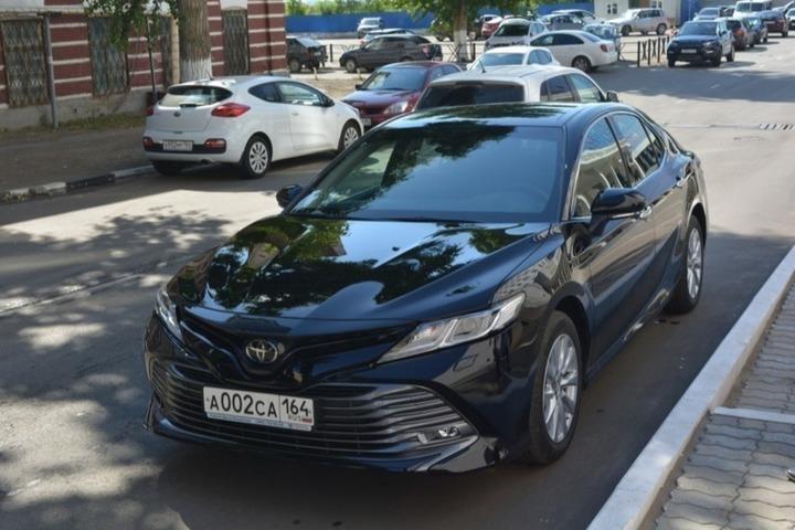 На улицы Саратова выехали новые люксовые Toyota Camry областного правительства