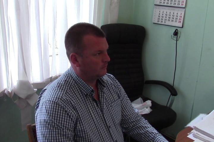 Как испугался сотрудник Следственного Комитета, когда в кабинет пришли маски-шоу... ( видео )