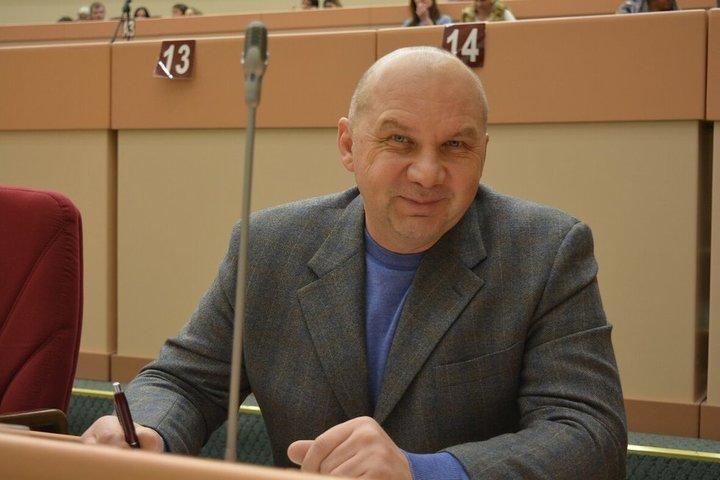 «Это ошибка»: депутат Олег Комаров заявил, что не жаловался в полицию на коллег-однопартийцев