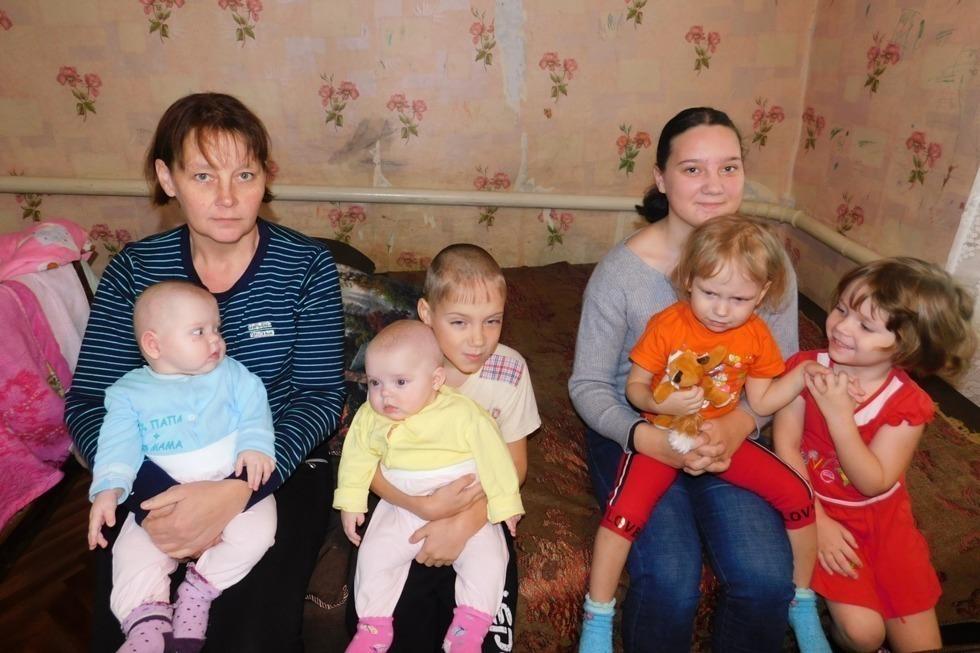 Два квадратных метра на ребенка: как и почему мать-одиночка с девятью детьми живет в условиях, схожих с СИЗО