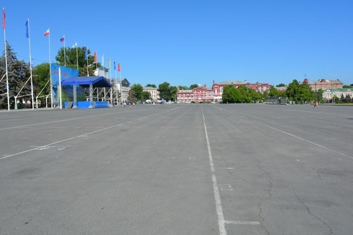 Менять асфальт на Театральной площади будет фирма родственников областного депутата, выигравшая дорожные контракты более чем на миллиард