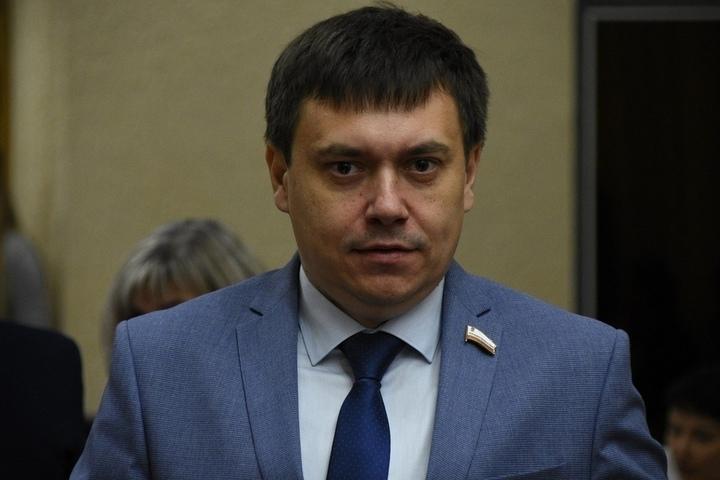 Радаев раскритиковал министра строительства: «До 1 сентября хоть один двор не будет доделан — в следующем году не получите денег»