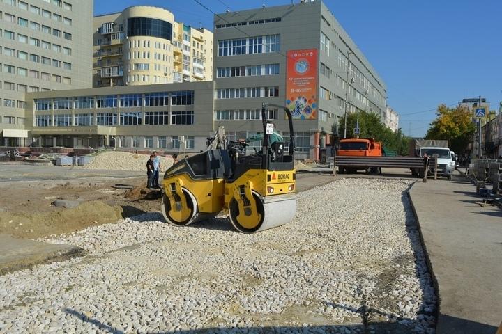 На проспекте Кирова начали укладывать новую плитку и водостоки