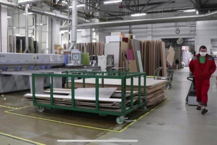 Работа на заводе для девушек саратов работа девушка модель свадебных платьев