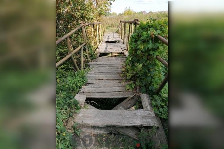 Чиновница заявила, что разрушенный мост у школы «раздолбили» дети