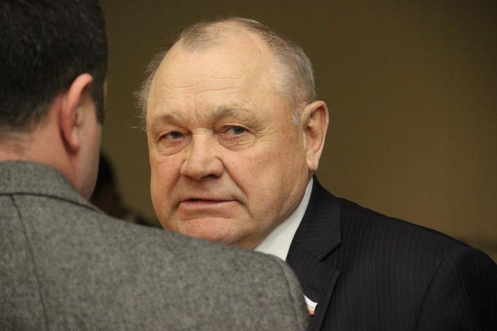 Сдача мандатов в облдуме. Председатель регионального парламента Романов получил заявление от однопартийца Николая Семенца