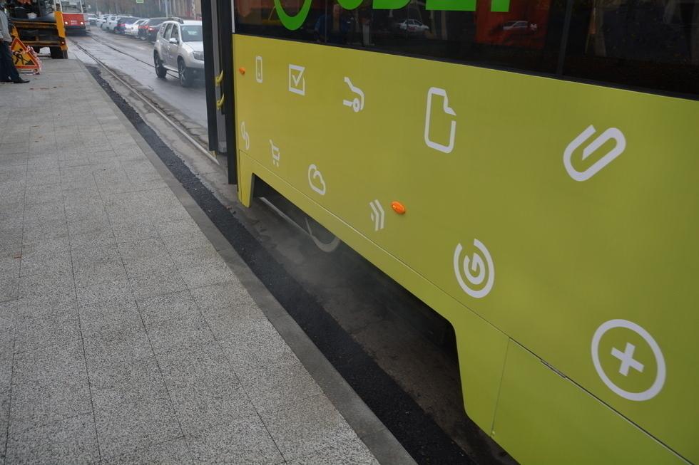 Поездка Радаева и Исаева на обновленном трамвае закончилась задымлением тормозных колодок