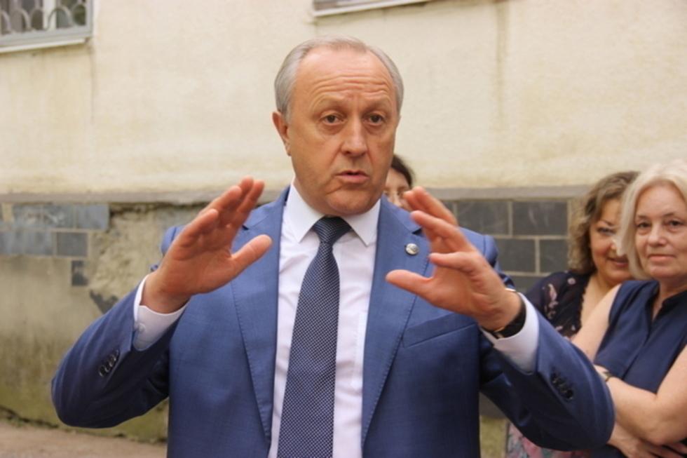 Стало известно, сколько потратят на содержание губернатора, депутатов и чиновников из бюджета с дефицитом более 10 миллиардов рублей