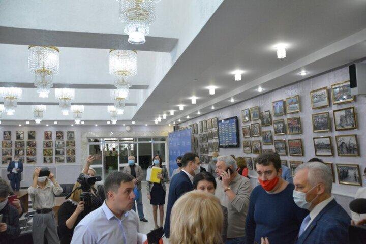 Очередная встреча депутатов Саратовской областной думы началась со скандала: коммунист заявил, что россияне скатятся в «страшную диктатуру»