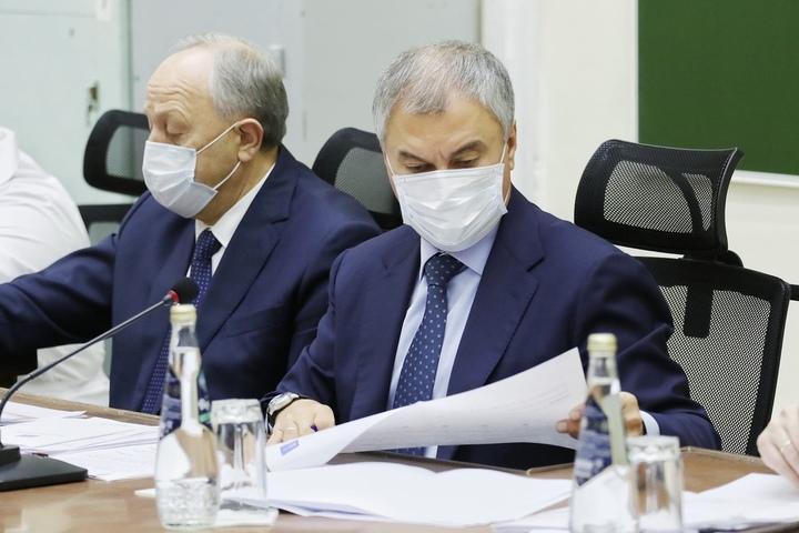 Володин упрекнул Радаева в том, что власти не выделяли деньги на амбулаторное лечение саратовцев от ковида, и потребовал не заниматься очковтирательством по поводу наличия лекарств