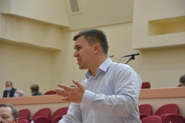 «Флирт с Ксюшей Собчак вскружил голову?»: коммунист Бондаренко отреагировал на запрет въезжать в один из городов Саратовской области