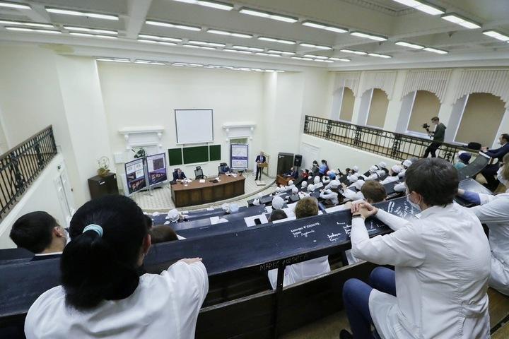 «Стыдно должно быть»: Вячеслав Володин упрекнул губернатора и министра в невнимании к «скорой», а мэру Саратова припомнил 40 миллионов на пиар