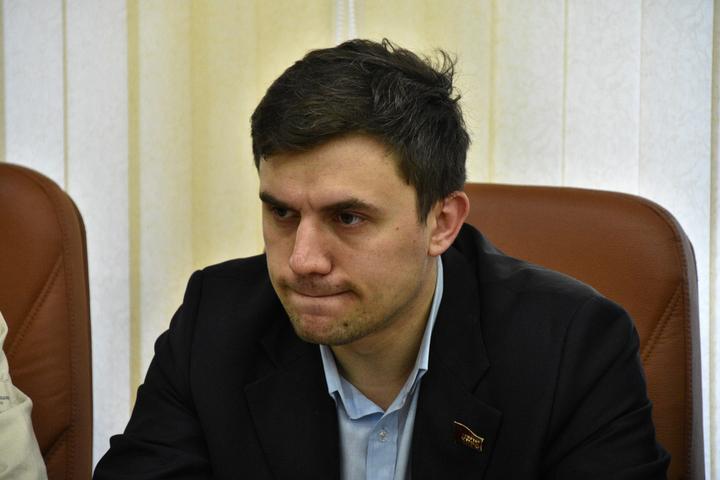 Коммунист Николай Бондаренко заявил, что 15 единороссов написали заявление в прокуратуру из-за его роликов в интернете