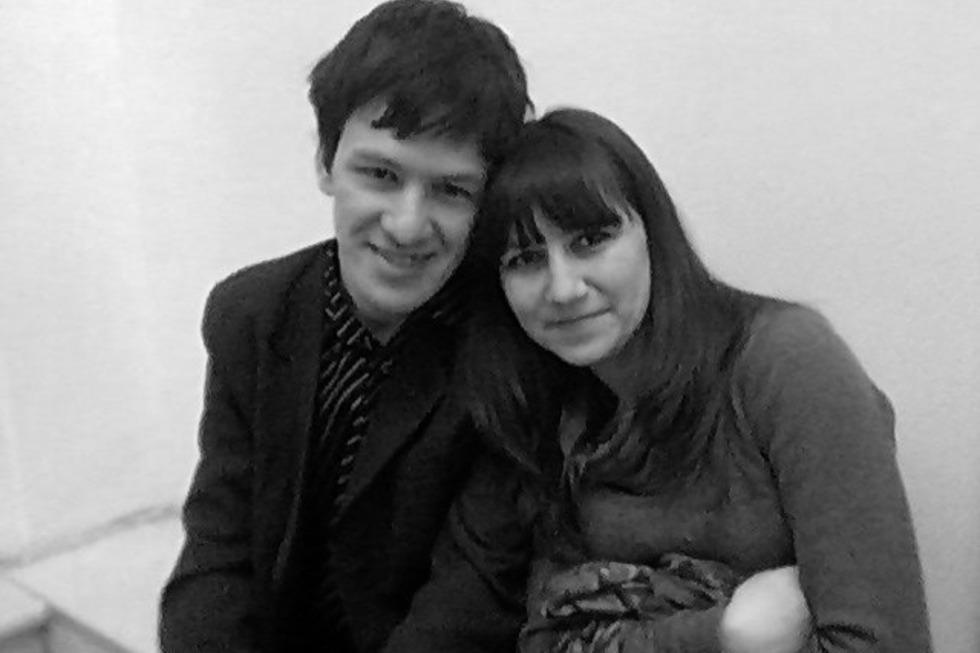 В автокатастрофе на трассе погибли пианист саратовской консерватории и его жена. Активисты начали собирать средства для помощи выжившей девочке-первокласснице