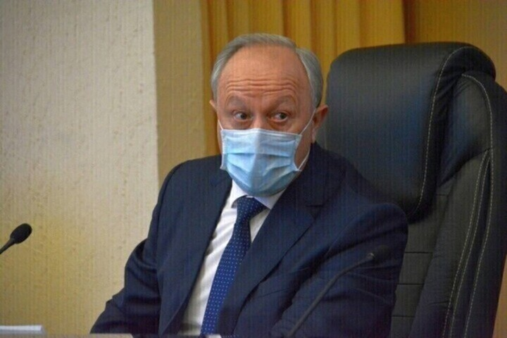 Губернатор Радаев утратил позиции в рейтинге популярных глав регионов