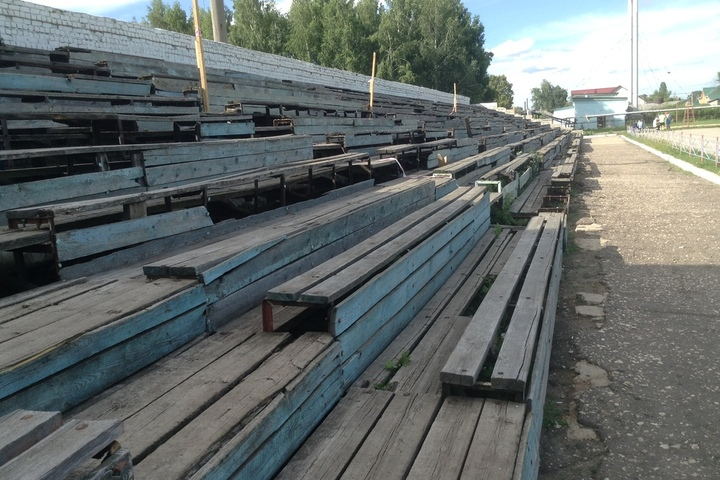 Саратовские чиновники забраковали заявки фирм из Липецка, пожелавших реконструировать стадион «Локомотив»: торги не состоялись уже в третий раз