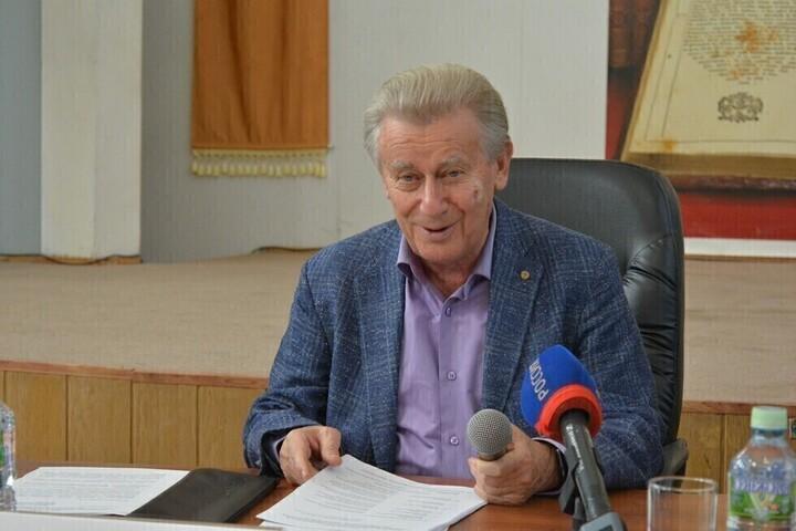 Суд вновь сделал Александра Ландо сотрудником юридической академии и постановил выплатить ему миллион рублей (но деньги он пока не получит)