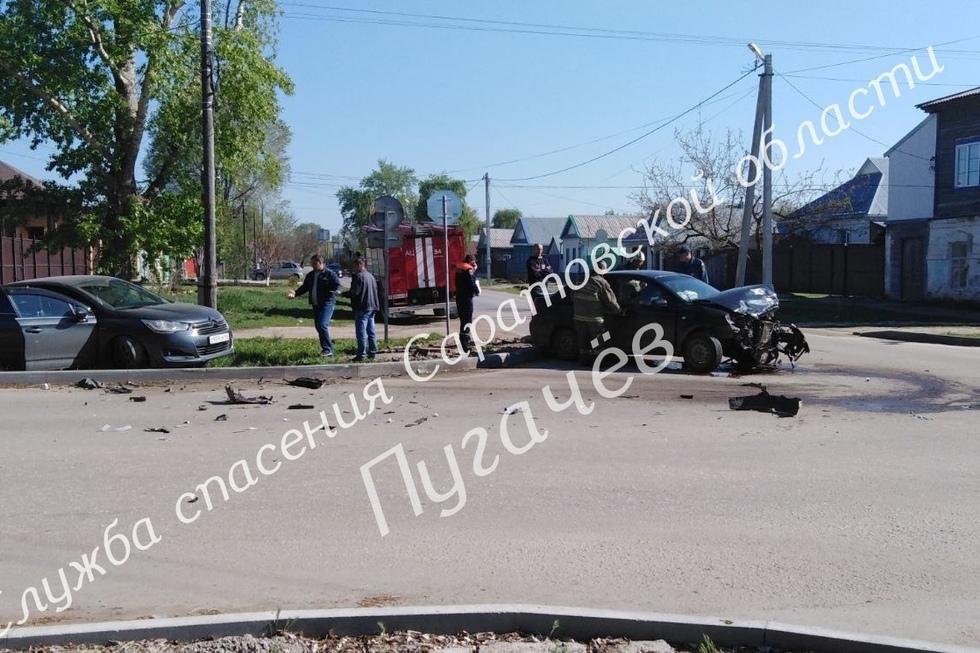 В Пугачеве шесть человек оказались в больнице после ДТП. В числе пострадавших — двое детей и беременная женщина