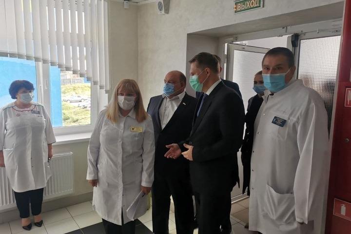 «Но есть и несколько вопросов»: региональные чиновники отчитались о визите федеральных министров Файзуллина и Мурашко в Саратов