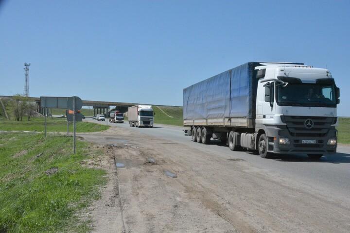 Чиновники ищут новую фирму для эвакуации грузовиков на штрафстоянку, которую областной прокурор называл «кормушкой»