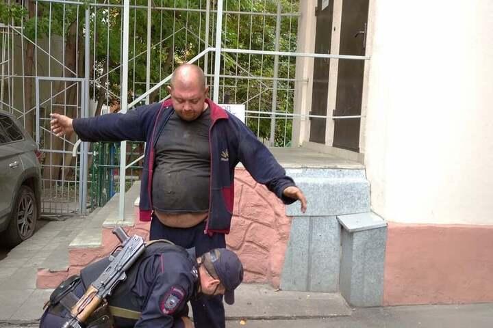 В Саратове задержали двух мужчин с кувалдой, которые пытались проникнуть в гостиницу «Европа»